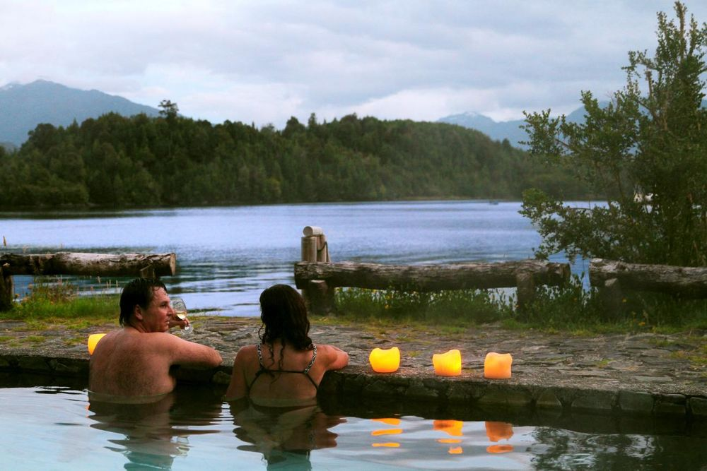 Pool mit Ausblick, Puyuhuapi Lodge & Spa, Aysen, Chile Rundreise